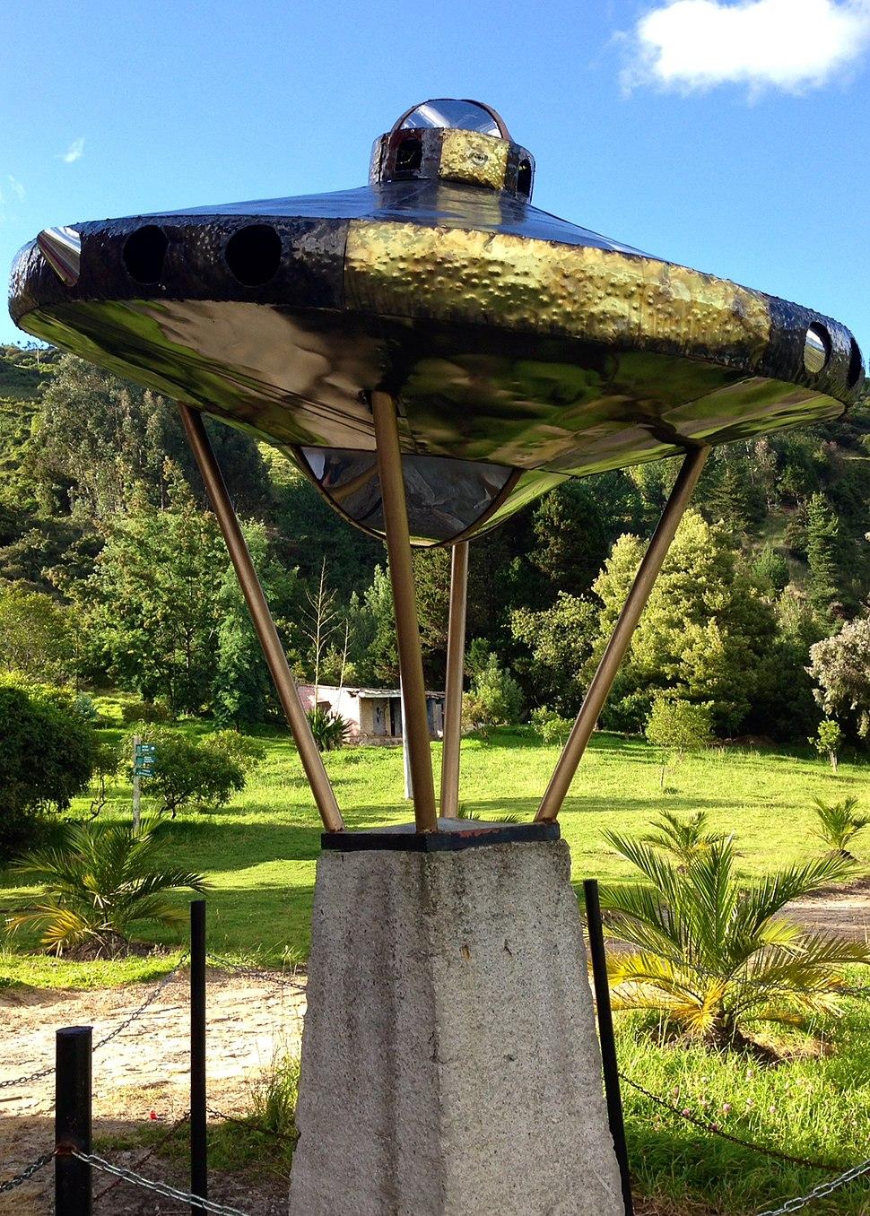 Tenjo Estatua UFO