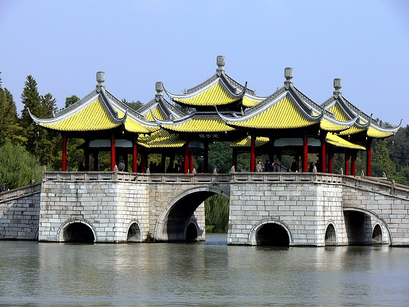 Restr:The Five Pavilion bridge.jpg
