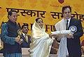 The President, Smt. Pratibha Devisingh Patil presenting the Life Time Achievement Award to the famous film actor Shri Dilip Kumar, at the 54th National Film Awards function, in New Delhi on September 02, 2008.jpg