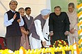 The Prime Minister, Dr. Manmohan Singh unveiling the plaque of the statue of Shri Lal Bahadur Shastri, in New Delhi on November 25, 2006.jpg