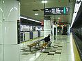Tokyu-railway-Hiyoshi-station-platform-1-and-2.jpg