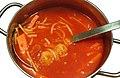 Tomatensoep met ballen, vermicelli en wortel.jpg