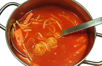 Tomato soup with meatballs, vermicelli and carrot slices Tomatensoep met ballen, vermicelli en wortel.jpg