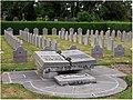 Tournai (Doornik) — Cimetière du Sud – Carré militaire dédié aux soldats belges morts durant la Première et la Deuxième Guerre Mondiale.jpg