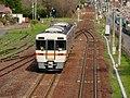 Train of JR Takayama Main Line moving from Sakahogi Station to Mino-ota Station.jpg