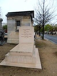 Tumba de la familia de Carlos Fuentes en el Cementerio de Montparnasse de Paris.JPG