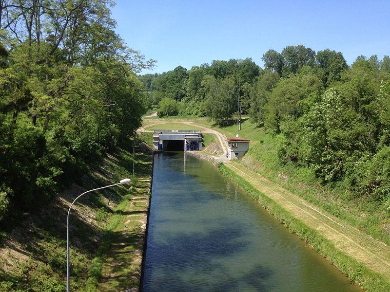 Entrée Sud du tunnel de Braye-en-Laonnois qui permet au canal de l'Oise à l'Aisne de franchir le plateaudu chemin des dames entre les 2 vallées.