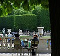 Two friends chatting, Jardin du Luxembourg April 2011.jpg