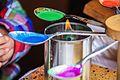 Urządzenie podgrzewające kolorowy wosk do malowania pisanek - detal.jpg