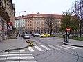 Vítězné náměstí, od Dejvické ke Svatovítské, taxistanoviště.jpg