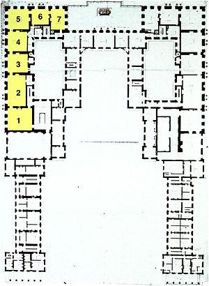 Grand appartement de la reine - Image: Versailles plan of premier étage of Enveloppe Berger 1985 Fig 12 (Queen's apartment in yellow)