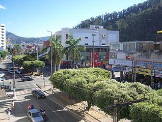 Timóteo - View of the 31 de Outubro (31 October) Avenue seen from the Bretas supermarket, in Timóteo, Minas Gerais, Brazil.
