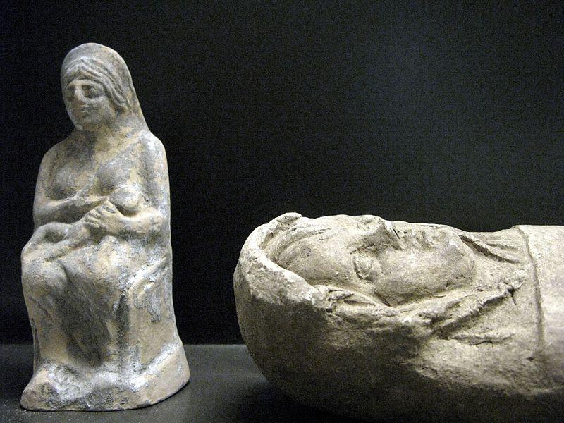 File:WLANL - andrevanb - terracotta etruskisch beeld van ingebakerde baby (2).jpg