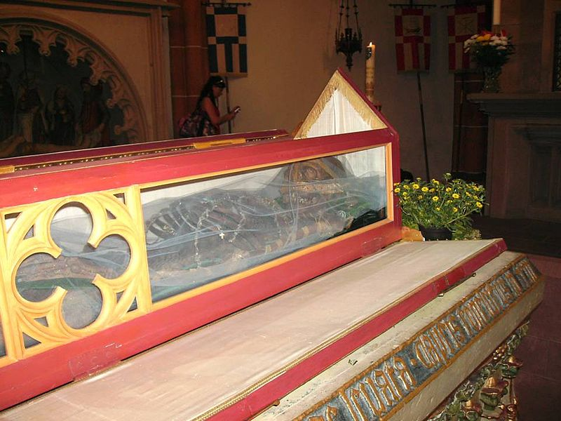 Wendelins relikvier i åpnet glasskrin (2010)