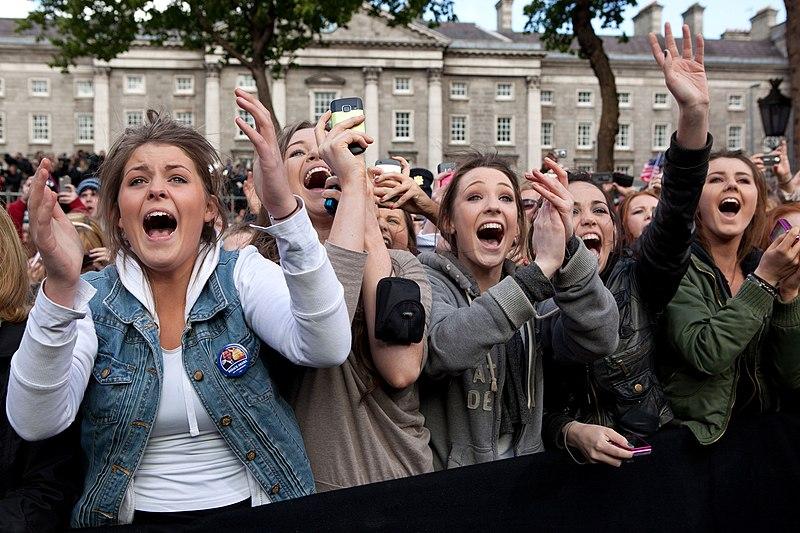 File:Women cheer Barack Obama in Dublin, Ireland.jpg