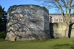 York city walls - City Wall from Multangular Tower to Rear of Number 8 St Leonards Place