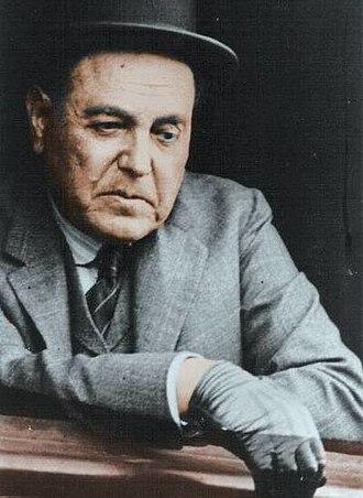 Hipólito Yrigoyen - Image: Yrigoyen en ventanilla del ferrocarril viaje a Santa Fe campaña electoral de 1926