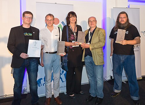 Awarded project enthusiasts and their representatives for the three categories. Austria in the middle
