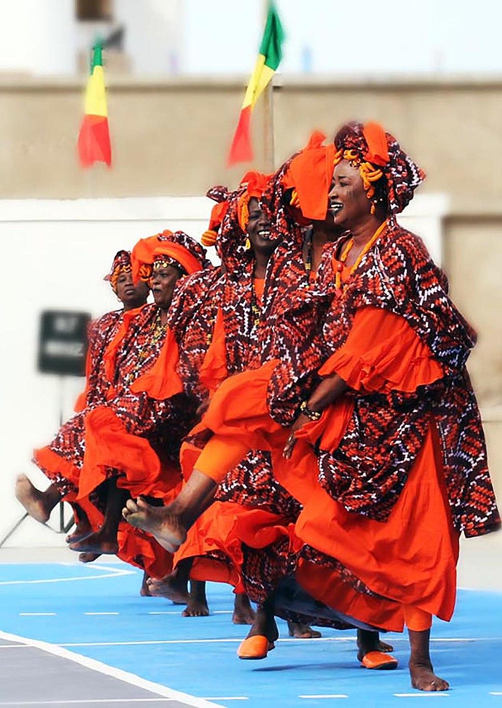 """""""Ndaw rabine"""" dans traditionnelle lebou"""