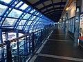 Černý Most, stanice Rajská zahrada, patro s obchody.jpg