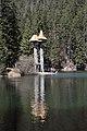 Памятник на озере Синевир Нпп Синевир.JPG