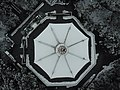 雪天的雷峰塔塔顶.jpg