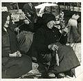 002 Donne filano la lana - da sinistra Mam Paola, , Mam Maurina.jpg