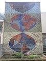1210 Reisgasse 2 - VHS Floridsdorf - Wandmosaik Gestirne von Romulus Candea 1964 IMG 4272.jpg