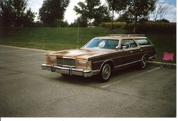 1976 Mercury Colony Park.jpg