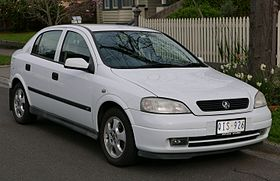 2000 Holden Astra (TS) CD Olympic Edition 5-door hatchback (2015-07-10) 01.jpg