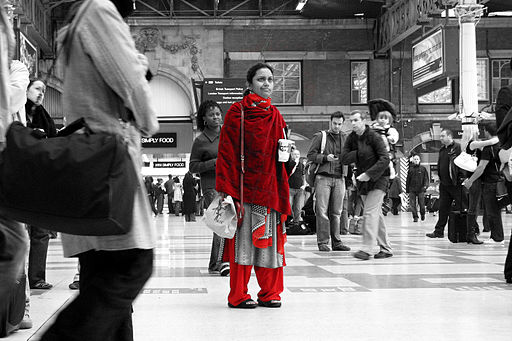 2006-10-14 - London - Victoria - Lost - Cutout - Red - Woman (4889780538)