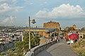 2014 Tbilisi, Górna stacja kolejki linowej i twierdza Narikala.jpg