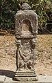 2016 Angkor, Preah Khan, Rzeźby przy drodze do świątyni (04).jpg
