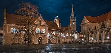 20171231 Braunschweig Burgplatz Nacht DSC07770 small PtrQs.jpg