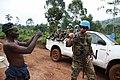 27 mars 2015. Nord Kivu, RD Congo - un homme salue et encourage un casque bleu lors d'une patrouille terrestre du bataillon uruguayen sur l'axe Nyanzale - Kichanga. (16943486838).jpg