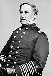 Portrait photographique de David Farragut en 1886, de trois-quart face.