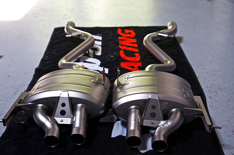 File:Akrapovic Slip-On exhaust system for the BMW E92 M3.jpg
