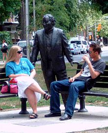 Statue of Al Waxman in Bellevue Square Park