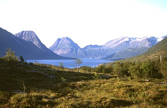 Sound (geography) - The Aldersund in Helgeland, Norway separates the island of Aldra (left side) from the continent