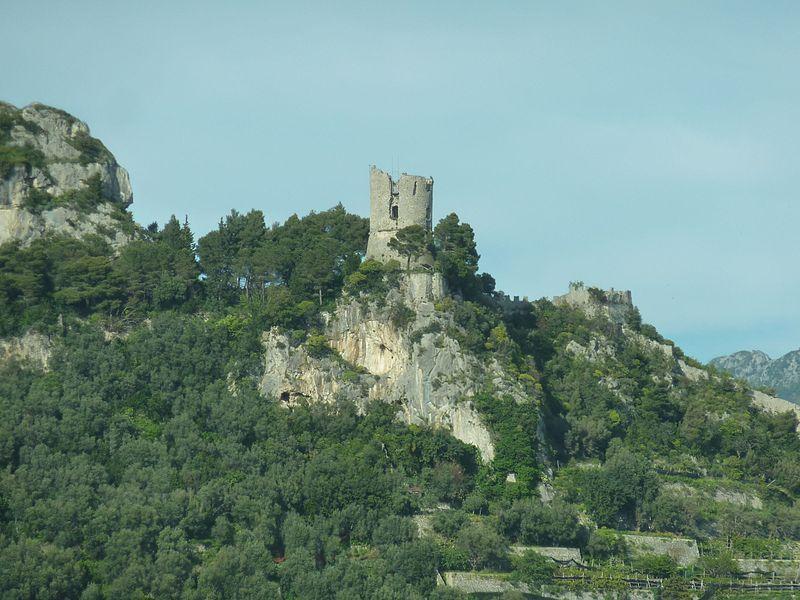 File:Amalfitana Ruinen.jpg