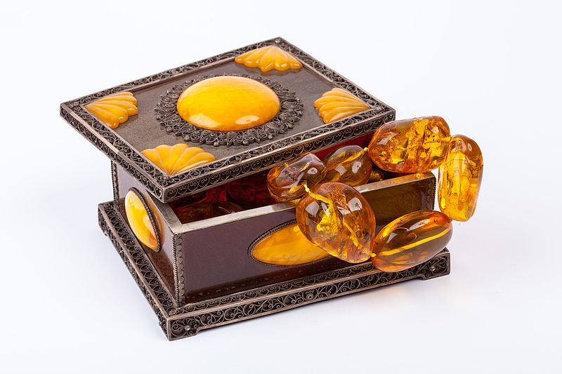 Amber casket (filigree) Kaliningrad Amber Combine Y T Toloknov M Belov 1959.jpg
