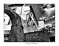 Arco di piazza Castello e antiche mura del castello.jpg