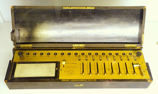 Arithmometre, designed by Charles Xavier Thomas, c. 1820, for the four rules of arithmetic, manufactured 1866-1870 AD. Exhibit in the Tekniska museet, Stockholm, Sweden. Arithmometre, designed by Charles Xavier Thomas, c. 1820, for the four rules of arithmetic, manufactured 1866-1870 AD, TM10901 - Tekniska museet - Stockholm, Sweden - DSC01567.JPG