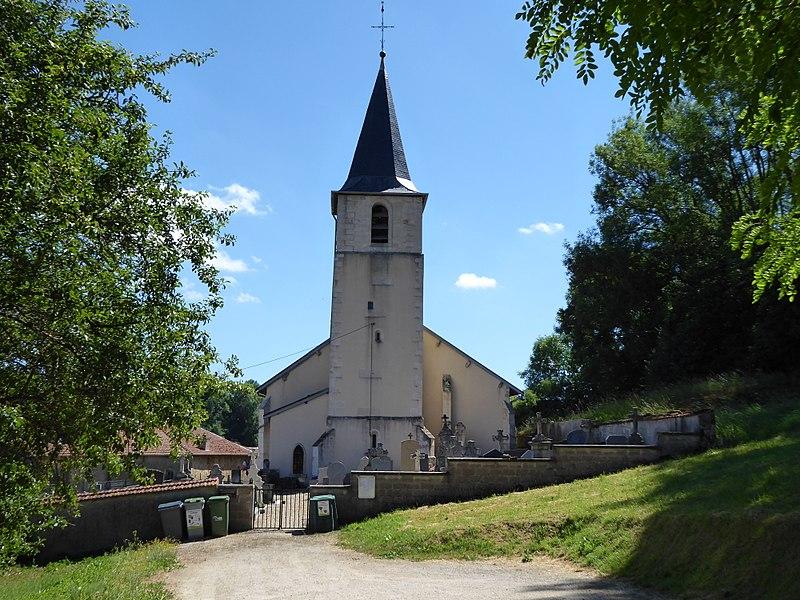 Église Saint-Sulpice vue en arrivant à Aroffe depuis le nord sur la route départementale 29.