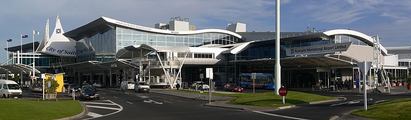 http://upload.wikimedia.org/wikipedia/commons/thumb/f/f8/Auckland_airport_international_terminal.jpg/800px-Auckland_airport_international_terminal.jpg