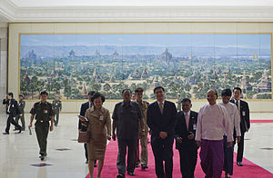 English: Bagan panorama behind Abhisit and The...
