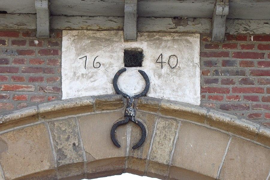 Begijnhof van Herentals - inkompoort met gevelsteen 1640