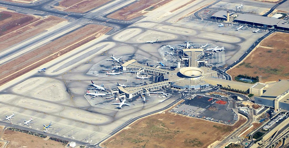 Ben-gurion-airport-terminal--september-2012 (cropped)
