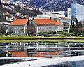 Bergen offentlige bibliotek ved Lille Lungegårdsvannet.jpg