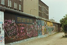 Berlin Wall (June 1989).jpg